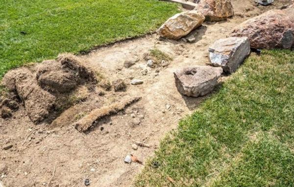 Rivière sèche à créer soi-même dans le jardin creuser le tracé