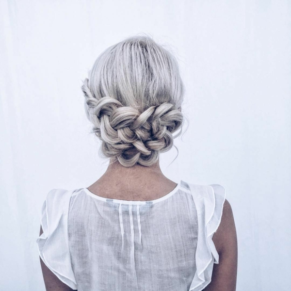 coiffure mariage tresse chignon bas cheveux blonds