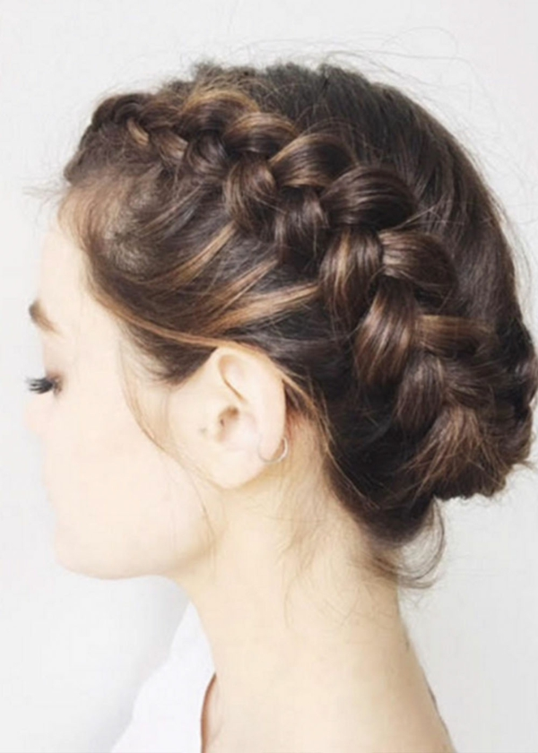 coiffure mariage tresse couronne cheveux courts