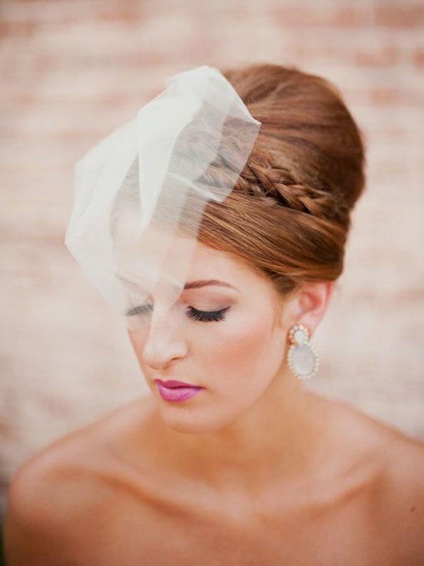 coiffure mariage tresse couronne et grand chignon avec voile