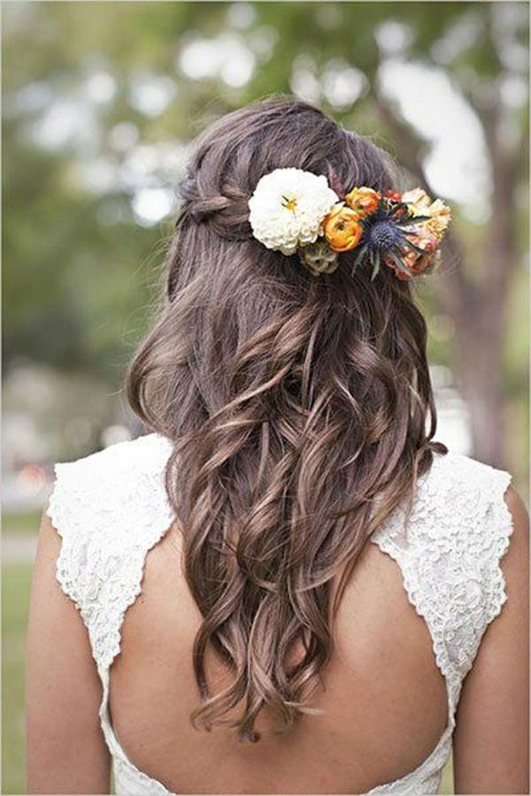 coiffure mariage tresse couronne mèches tombant en cascade fleurs fraîches