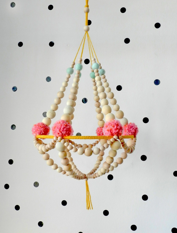 diy suspension papier pompons perles