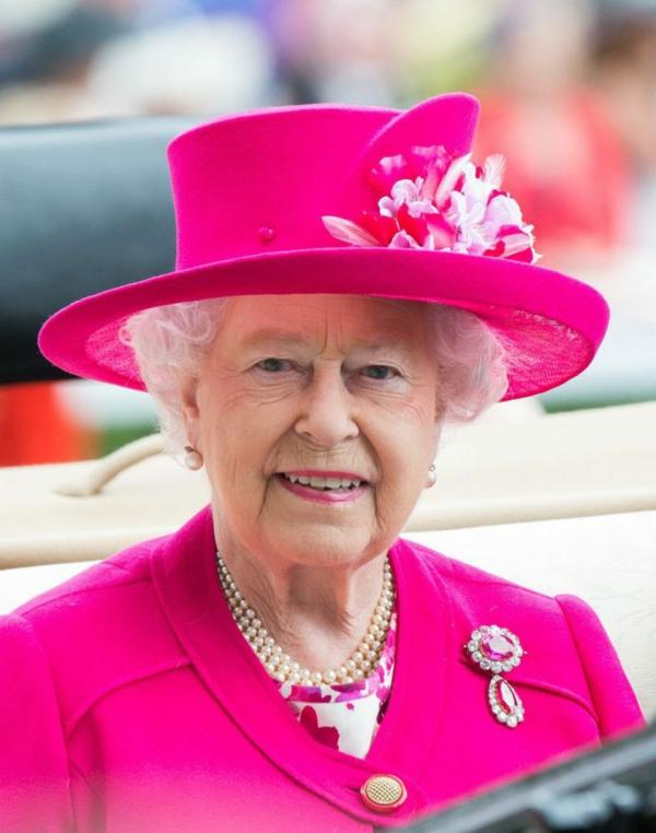 en 2019 la reine Élizabeth II fête ses 93 ans