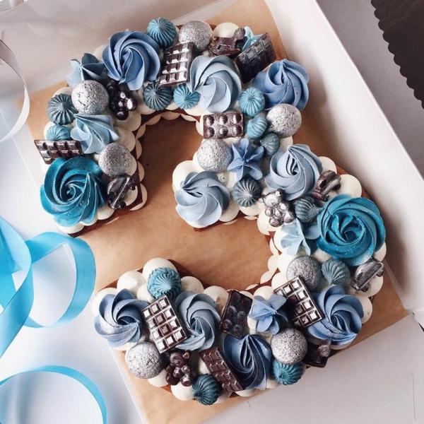gâteau chiffre anniversaire 3 roses en crème beurrée