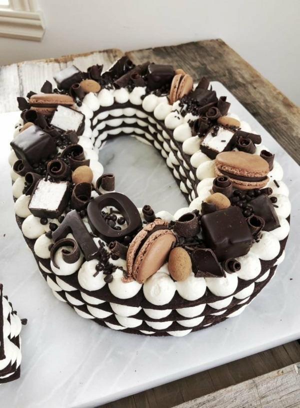 gâteau chiffre crème au beurre à la meringue biscuits macarons