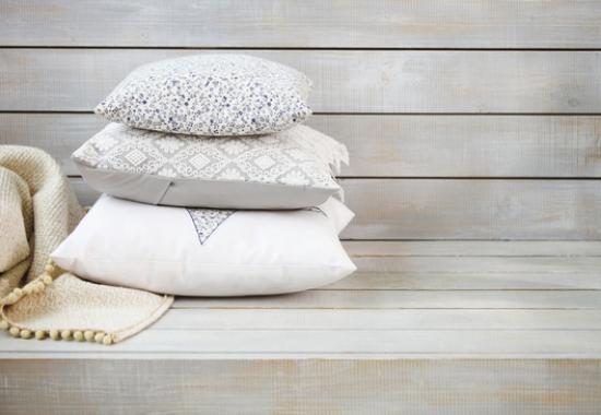 instaurer le bien-être à la maison coussins moelleux