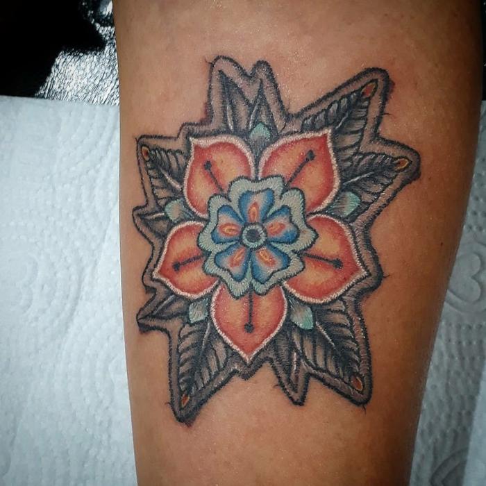 motifs floraux tatouage broderie