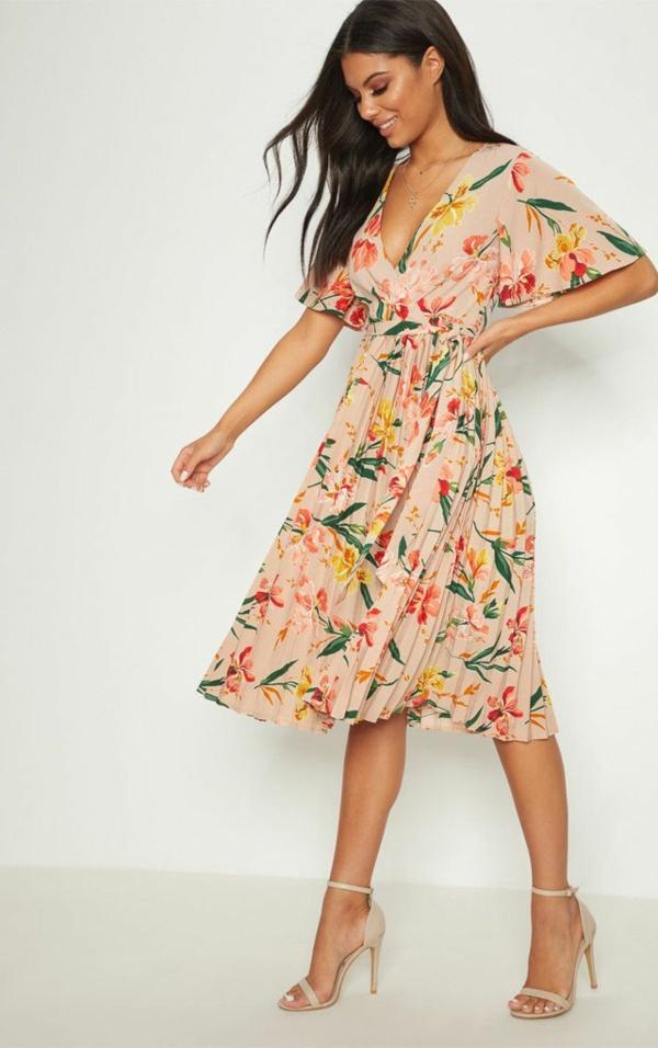 robe invitée mariage tendances 2019 jupe plissée motifs floraux manches chauve-souris