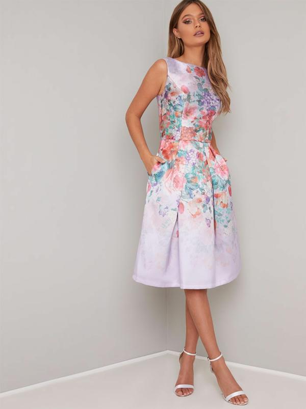 robe invitée mariage tendances 2019 robe couleur pastel motif floral sans manches