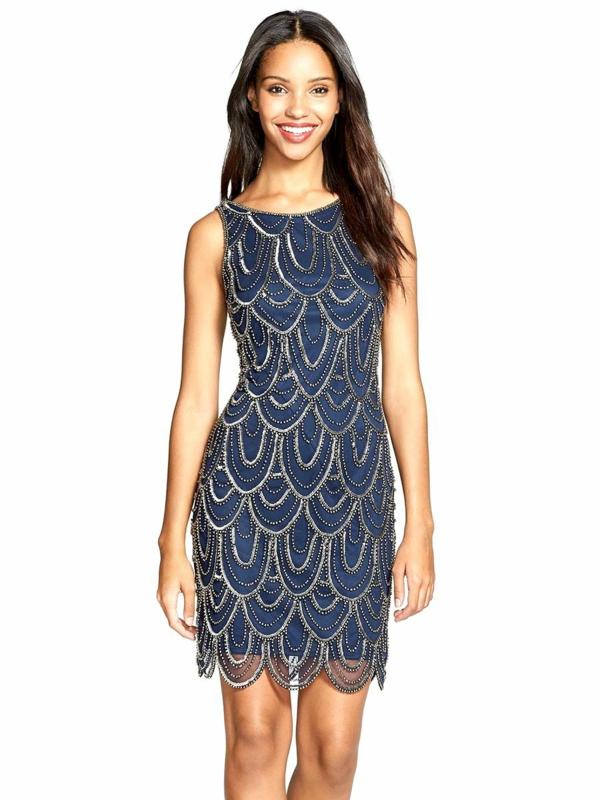 robe invitée mariage tendances 2019 robe courte festonnée métallisée couleur bleu foncé