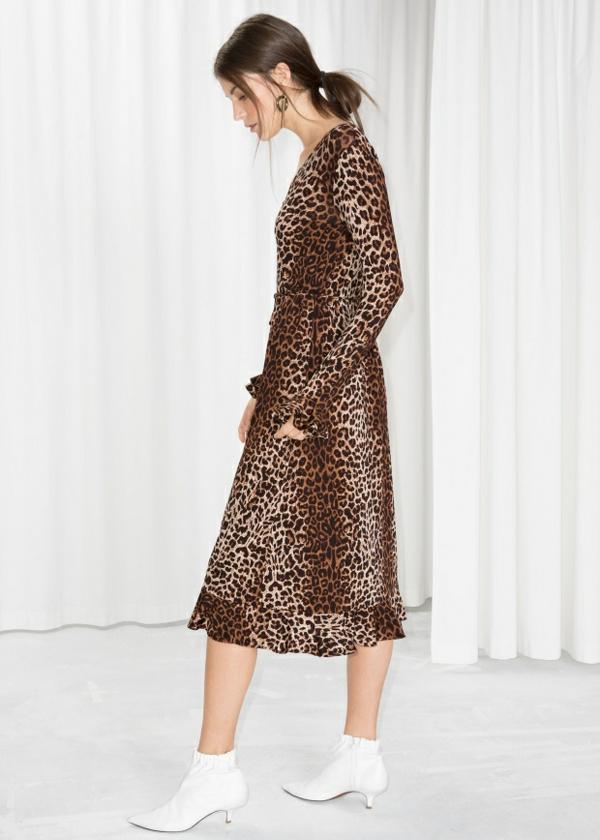 robe invitée mariage tendances 2019 robe longue imprimé léopard manches longues