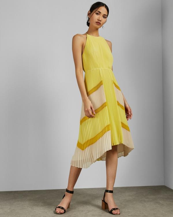 robe invitée mariage tendances 2019 robe longue plissée jaune dos nu