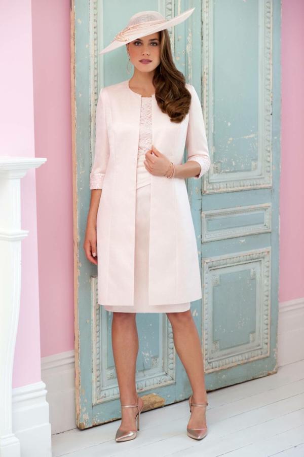 robe invitée mariage tendances 2019 robe longueur genou rose pâle dentelle veste longue