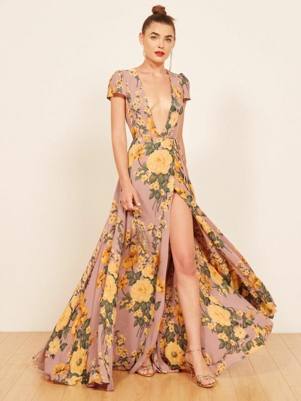robe invitée mariage tendances 2019 robe longueur ras du sol motifs floraux decolleté plongeant sans manches