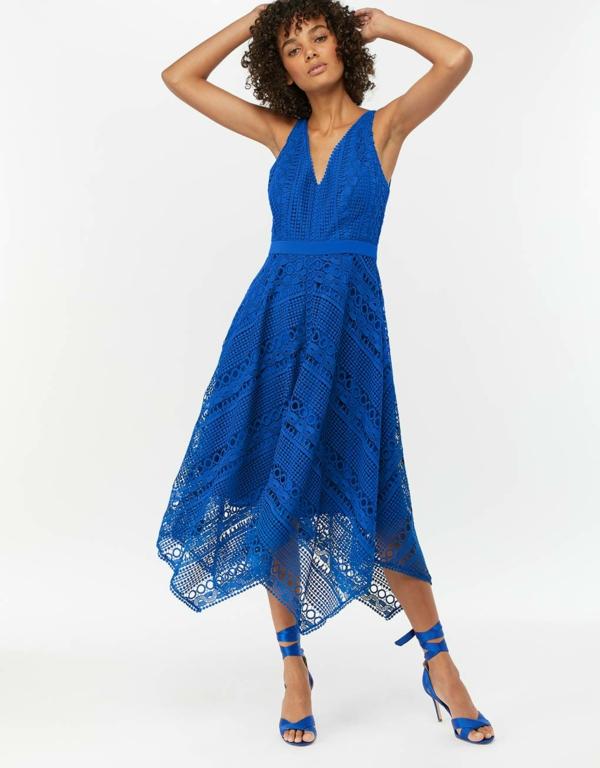 robe invitée mariage tendances 2019 robe moulante decolleté plongeant bretelles bleu électrique