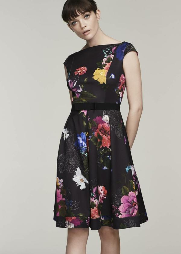 robe invitée mariage tendances 2019 robe noire à motifs floraux longueur genou sans manches
