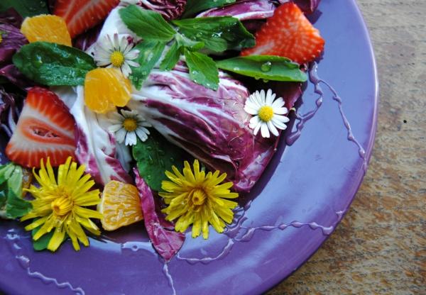 salade aux fruits légumes et fleurs de pissenlit