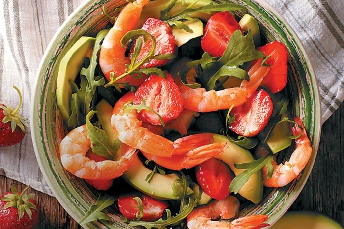 salade de crevettes, fraises et avocat