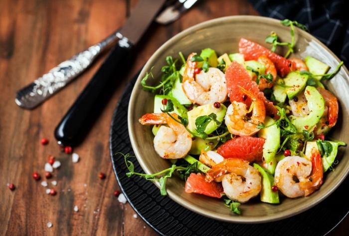 salade estivale salade de crevettes avec pamplemousse et avocat