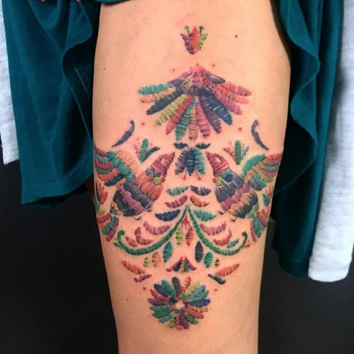 tatouage broderie coloré