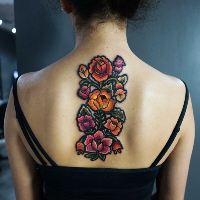 tatouage broderie dos femme