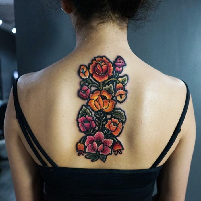 tatouage broderie dos femme