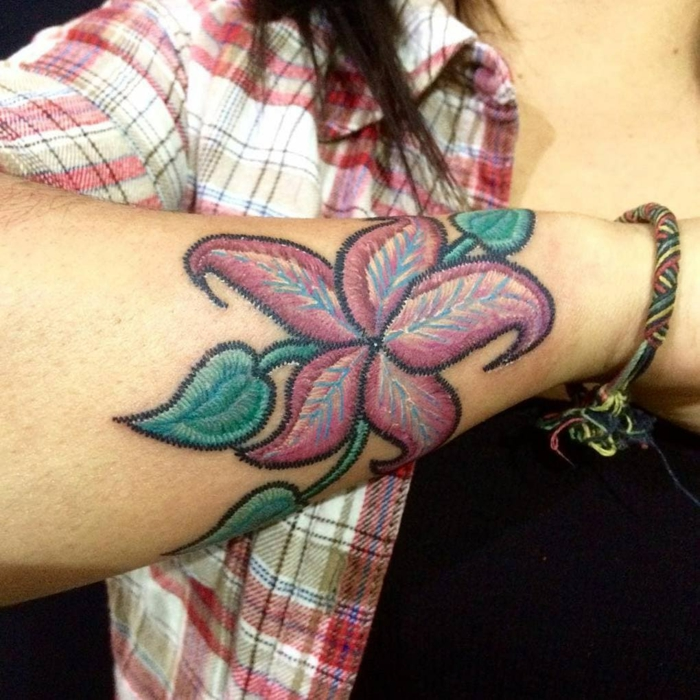 tatouage broderie florale