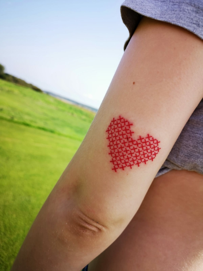 tatouage broderie forme coeur