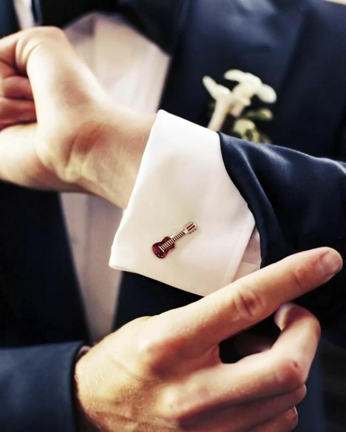 tenue mariage homme élégante et stylé bouton de manchette