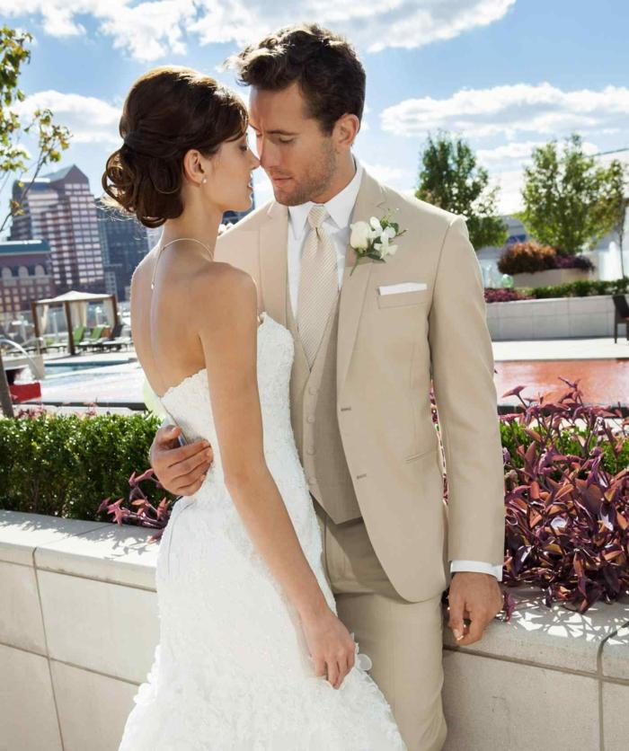 tenue mariage homme costume en beige
