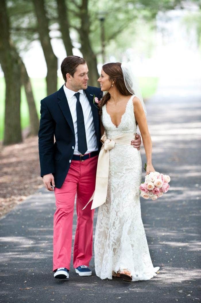 tenue mariage homme décontractée pantalon rose