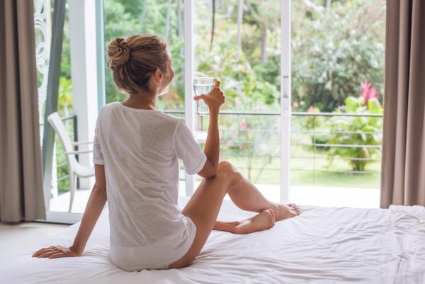 verre d' eau chaude le matin bonne humeur