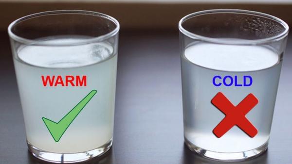verre d' eau chaude le matin oui à l'eau chaude