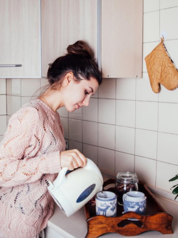 verre d' eau chaude le matin pour la santé