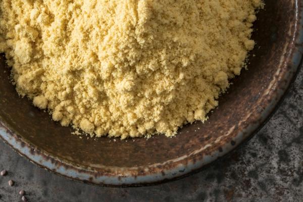 12 astuces malignes pour chasser les taupes du jardin au naturel farine de moutarde