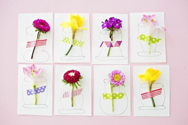 Carte Fête des Mères originale à fabriquer vous-même avec des fleurs vivantes