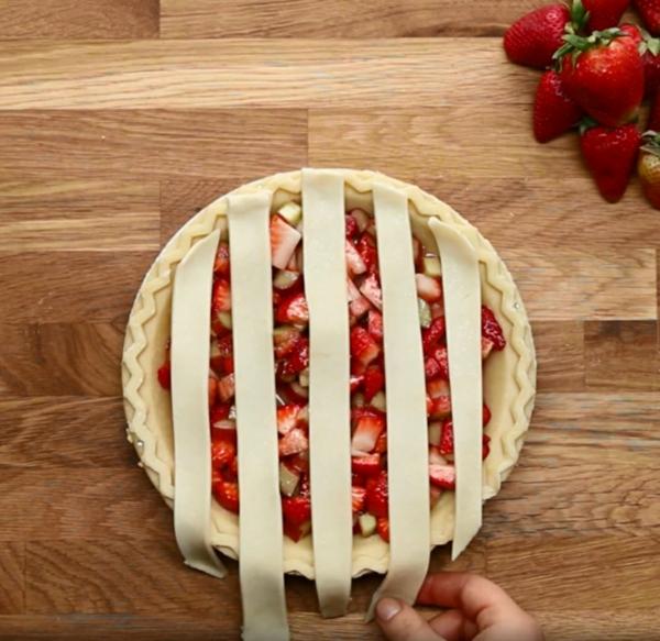 Recette tarte à la rhubarbe et à la fraise étape 4