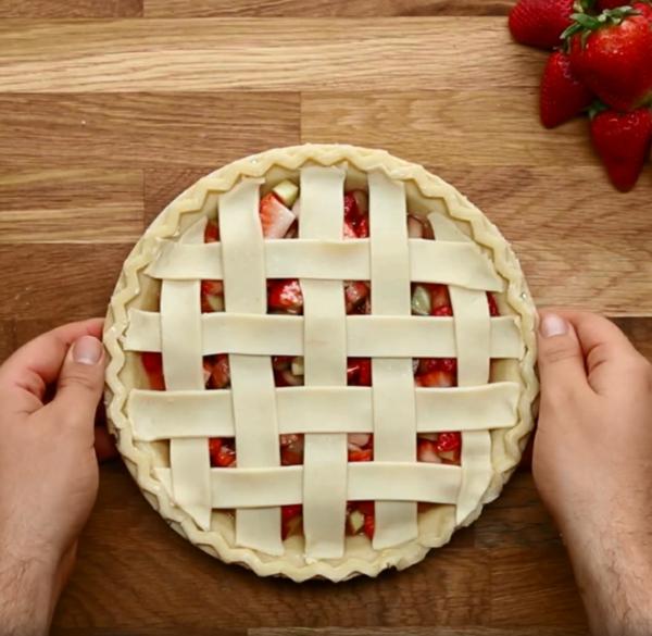 Recette tarte à la rhubarbe et à la fraise étape 5
