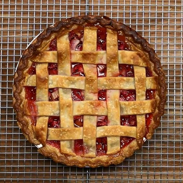 Recette tarte à la rhubarbe et à la fraise étape 6