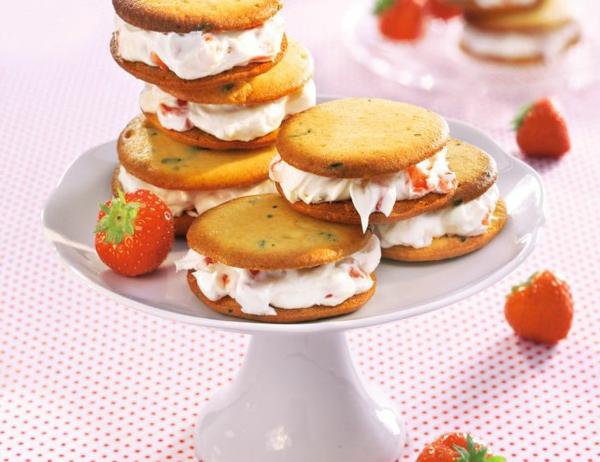 Recette whoopies - préparer les gâteaux sandwiches à la crème moelleuse whoopies aux fraises et au basilic