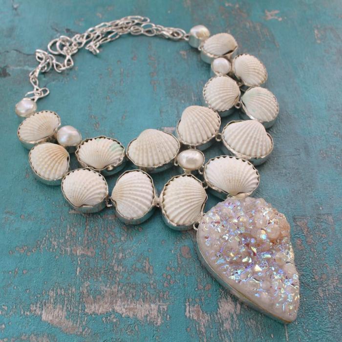 collier impressionnant bijoux coquillage