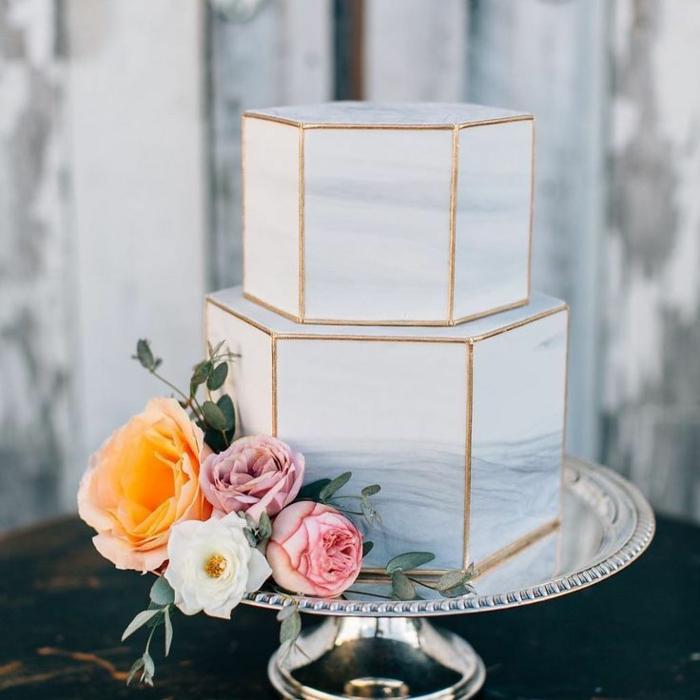 gâteau de mariage géométrique effet marbre
