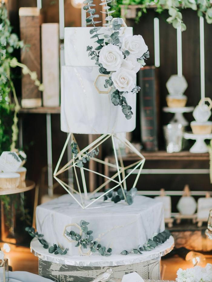 gâteau de mariage géométrique marbré 2019