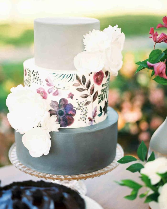 gâteau de mariage peint à la main aux fleurs