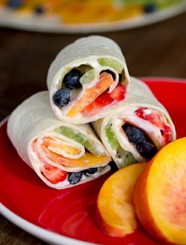 idée wrap apéro tortilla crème fraîche sucre en poudre fruits