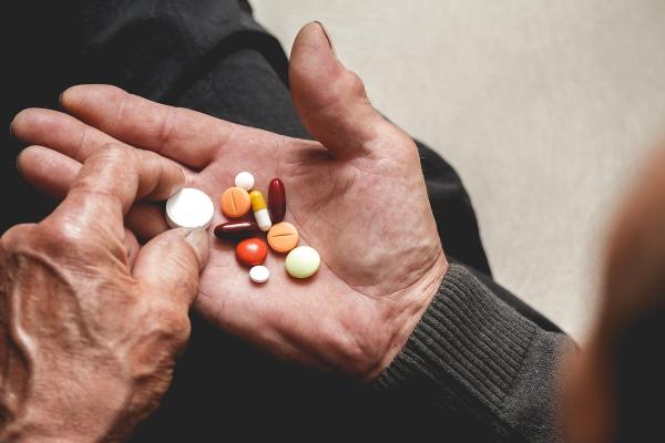 maladie d'Alzheimer trop de médicaments