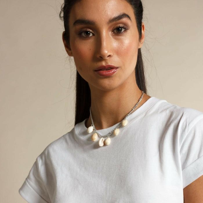 projet diy facile à réaliser collier femme bijoux coquillage