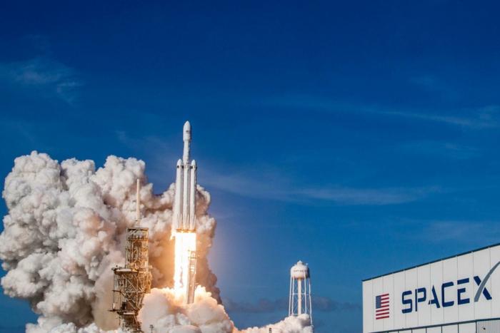 réseau internet elon musk starlink spacex projet