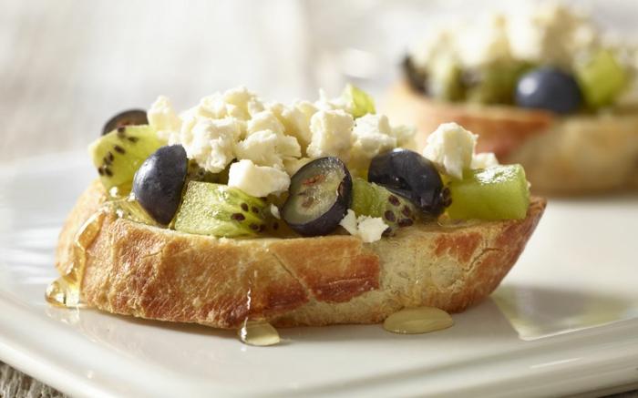 recette bruschetta au fromage, aux fruits et au miel