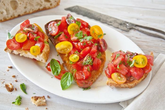 recette bruschetta traditionnelle aux tomates rouges et jaunes